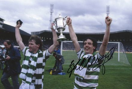 Frank McGarvey, Glasgow Celtic & Scotland, signed 12x8 inch photo.